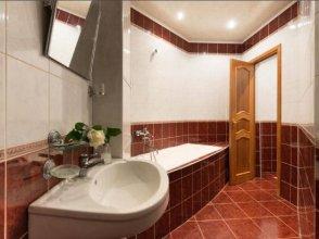 10 Apartment on Ploshad Pobedi