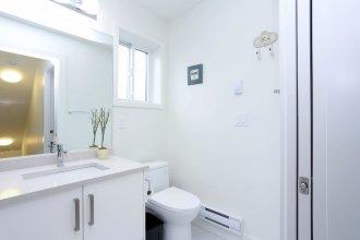 Tasteful 2-Bedroom Suite near Marine Gateway by Elevate Rooms