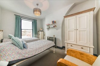 3 Bedroom Apartment with 2 Roof Terraces Sleeps 6 in Fulham
