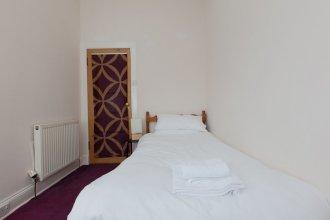 3 Bedroom Flat Near Leith