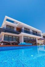 Villa Spectre by Akdenizvillam