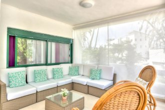 Scenic Oceanfront Apartment With a Walking Distance to the Beach