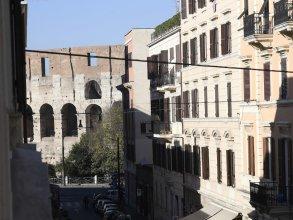 Santi Quattro Apartment & Rooms - Colosseo