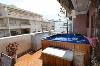 Modern Apartment 6 Persons with Jacuzzi in Nice Downtown
