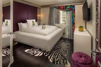 Staypineapple, An Artful Hotel, Midtown