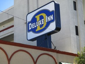 Deluxe Inn Hawthorne