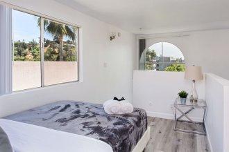 Luxurious 2BD & Den Hollywood Apartment