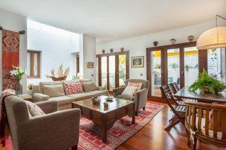 House 4 Bd + Terrace Great Location. Puerta Real Sevilla