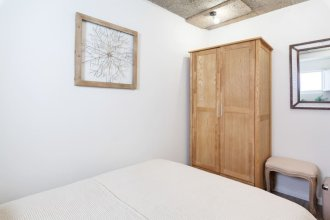 Cosy 1-bedroom Flat Sleeps 3 in St George's Castle