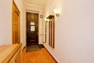 Gnezdnikovsky Pereulok Apartment