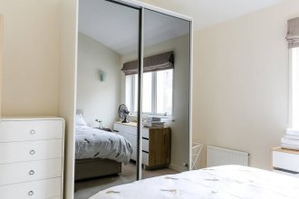 Lovely 1BR Home, Located in Farringdon, 2 Guests