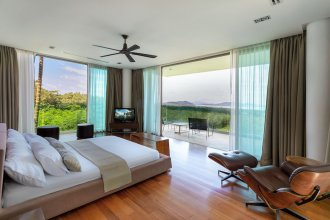 4BR Seaview Villa with Gym and Cinema Room