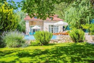 Villa Kaputas 1 by Akdenizvillam