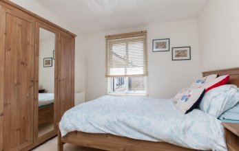 Bright, Modern 2BR Flat for 3 With Parking