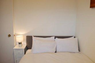 Top Floor 2 Bedroom Apartment Near Leith Walk