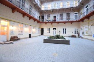 Budget Apartment by Hi5 - József Attila 10.