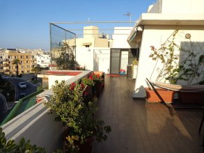 Lovely Penthouse With Private sun Terrace Between Valletta and Sliema