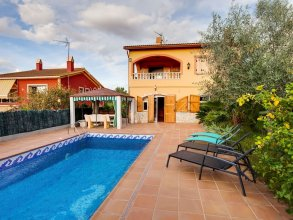 Luxurious Holiday Home in Vendrell With Swimming Pool