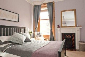 3 Bedroom Home In Bonnie Bruntsfield