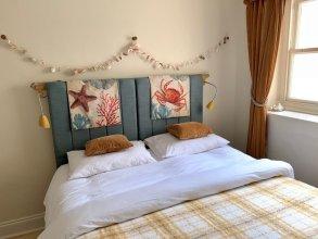 2 Bedroom Regency Flat on the Sea Front