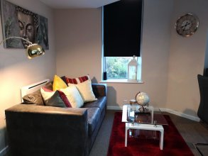 Centauri Apartments in Metro House