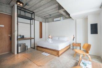 ELLA Bar, Bistro & Bed