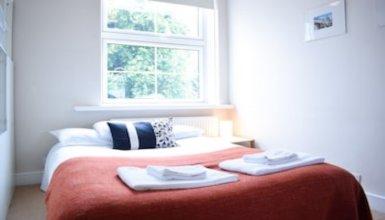 2 Bedroom Flat Near Tower Hill