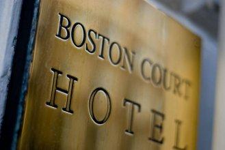 OYO Boston Court Hotel
