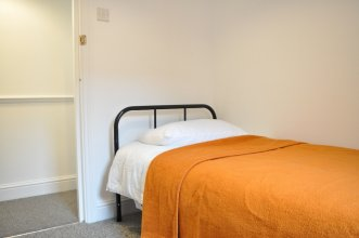 2 Bedroom Apartment in London Zone 2