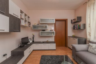 FM Deluxe 1-BDR Apartment - Iconic Donducov Boulevard