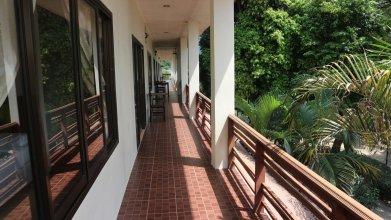 Baan Srinimit House & Apartment