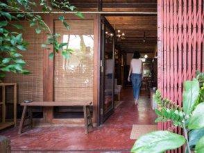 Boon Chan Ngarm House Phrasumen Road