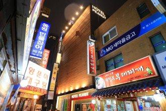 Myeongdong Y House