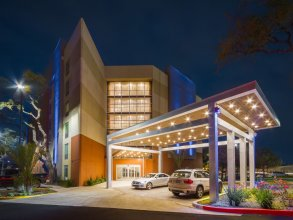 Holiday Inn Express & Suites San Antonio Medical-Six Flags