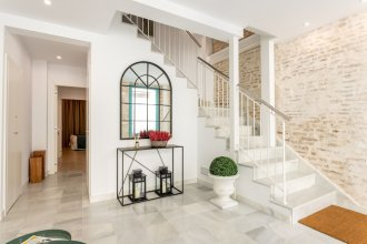 Bright House With 6 Bedrooms & 7 Bathrooms & 2 Terraces. General Castaños