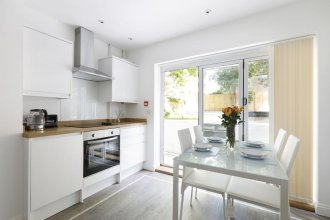 Modern Contemporary 2 Bed With Garden