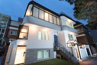Mono House Hongdae 3