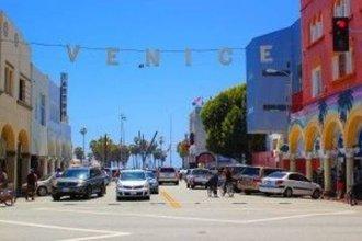 Chic Retro Venice Beach 2 Bedroom Apts
