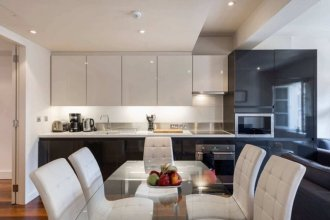 Prestigious 3BR Family Flat in Mayfair By Hyde Park + Wifi