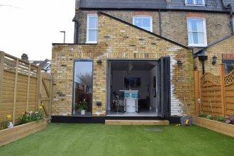 Modern Family Home Near Wimbledon With Garden