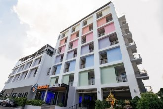 OYO 241 Ratana Hotel Sakdidet