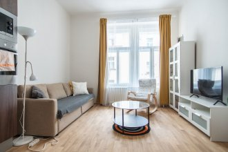 Modern apartment w 1BR located near park and the centre
