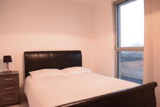 Modern 3 Bedroom Apartment Near City Airport