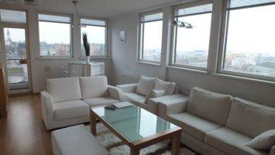 Blue Sky Lounge Apartment