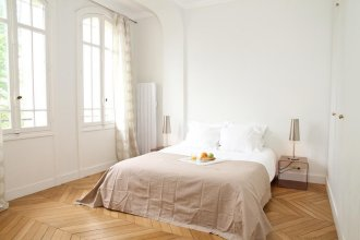 Private Apartments - Eiffel Tower - Champs de Mars