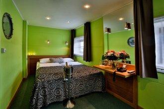 GreenYacht Hotel