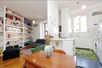 Spacious & bright Halldis apartment steps from the Spanish Steps