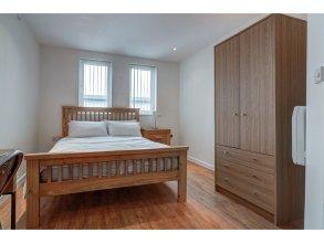 Bright & Modern 2-bedroom Flat - Sleeps 4