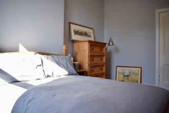 2 Bedroom Traditional Edinburgh Flat