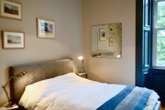 2 Bedroom Flat Near the Dean Village